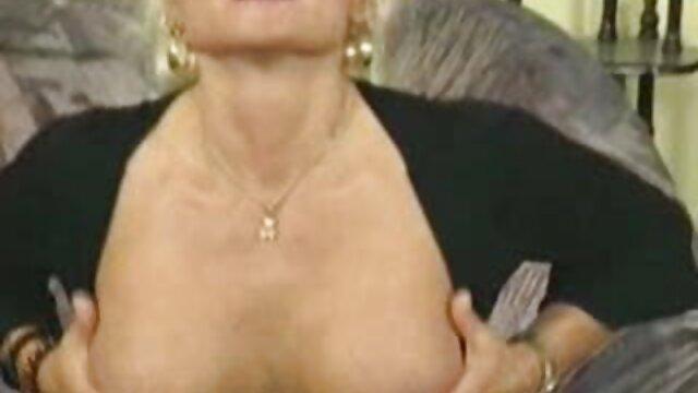 Una secretaria viejitas folladoras italiana trabaja duro en la oficina