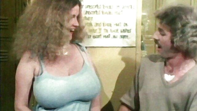 Cremas video sexo viejitas Crista Moore: blk