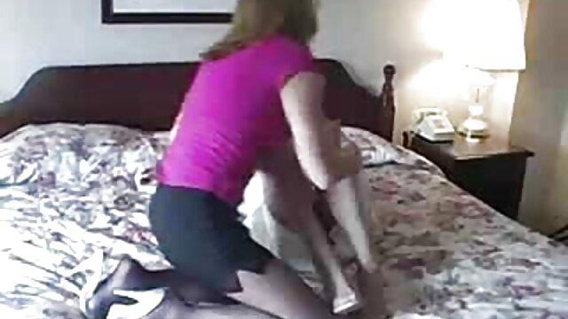 Alllie Haze da un masaje especial sexo gratis con viejitas
